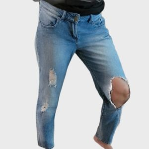 KARDASHIAN GOOD COND RIPPED DESTROYED BLUE JEANS